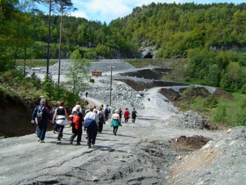 Vi vandrer mot Svindland. Svindlandstunnellen i bakgrunnen